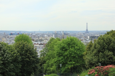 Paris a far